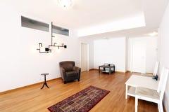 Гостиная с новой мебелью Стоковое Изображение RF