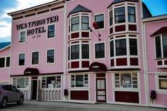 Гостиница Вестминстера в городе Dawson, Юконе стоковые изображения