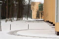 Гостиница загородного дома парка зимы Невинные ложи снег стоковое изображение rf