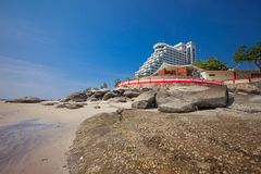 Гостиница и пляж hin hua Таиланда Стоковые Изображения RF