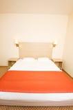 гостиница кровати двойная стоковые фотографии rf