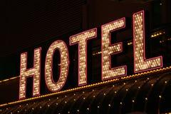 гостиница освещает неон
