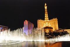 Гостиница Парижа и казино, Лас-Вегас, ориентир ориентир, ноча, метрополия, туристическая достопримечательность стоковые изображения