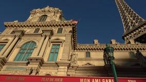 Гостиница Парижа Лас-Вегас с французским кафем улицы - США 2017 сток-видео