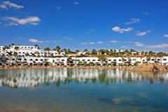 Гостиница с искусственным озером соли Стоковое Изображение RF