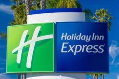 Гостиница Холидей срочная и знак и логотип сюит Стоковая Фотография