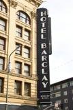 Гостиница Barclay, знак на весне и 4-ом угле улицы стоковые изображения rf