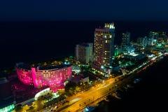 Гостиница Miami Beach Фонтенбло на ноче стоковое фото rf