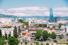 Гостиница Radisson голубая на предпосылке городского городского пейзажа Тбилиси, Стоковые Изображения