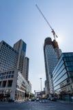 Гостиница Waldorf Astoria Hilton вышла и конструкция башни запада/атласа нового небоскреба верхней (правой) в западные Ber Стоковая Фотография RF