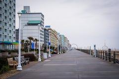 Гостиницы променада и highrise в Virginia Beach, Вирджинии стоковое фото