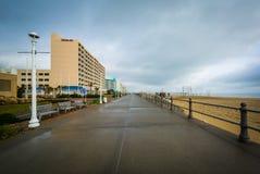 Гостиницы променада и highrise в Virginia Beach, Вирджинии стоковые изображения rf