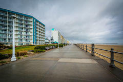 Гостиницы променада и highrise в Virginia Beach, Вирджинии стоковые фотографии rf