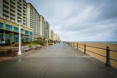Гостиницы променада и highrise в Virginia Beach, Вирджинии стоковая фотография