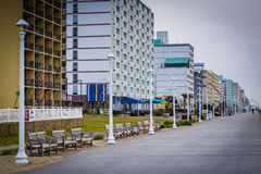Гостиницы променада и highrise в Virginia Beach, Вирджинии стоковая фотография rf