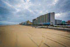 Гостиницы Highrise на oceanfront, в Virginia Beach, Вирджиния стоковые изображения rf