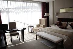 гостиничный номер спальни стоковые фотографии rf