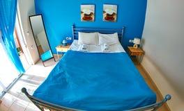 Гостиничный номер с двуспальной кроватью Стоковые Фото