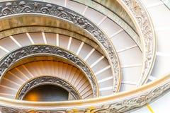 ГОСУДАРСТВО ВАТИКАН - 7-ОЕ МАЯ 2018: Винтовая лестница в музеях Ватикана, государство Ватикан стоковые фото