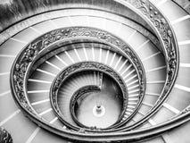 ГОСУДАРСТВО ВАТИКАН - 7-ОЕ МАЯ 2018: Винтовая лестница в музеях Ватикана, государство Ватикан стоковое фото rf