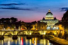 Государство Ватикан, Рим, Италия, красивое живое изображение Panoram ночи Стоковые Фотографии RF