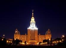 Государственный университет Москвы на ноче стоковые изображения