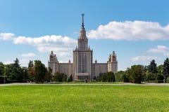 Государственный университет MSU Lomonosov Москвы Взгляд главного здания на холмах воробья Стоковые Изображения RF