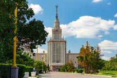 Государственный университет MSU Lomonosov Москвы Взгляд главного здания на холмах воробья Стоковое Изображение