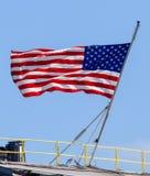 Государственный флаг США развевая гордо в земле свободной Стоковое Изображение