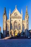 Готическая архитектурноакустическая структура против голубого неба в Эльзасе стоковые изображения rf