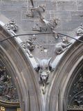 Готическая горгулья на сдобренном входе Стоковое Фото