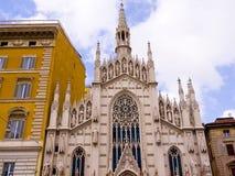 Готическая церковь на банках реки Тибра в Риме Италии Стоковое Изображение