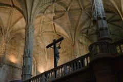 Готический интерьер церков с Иисусом и крестом Стоковая Фотография