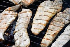Готовое стейка цыпленка или индюка сваренное на гриле Стоковое фото RF