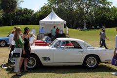 Готовя классический итальянский автомобиль на лужайке Стоковая Фотография RF
