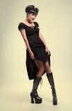 Готская девушка вампира в желтом платье стоковое фото rf