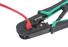 Гофрируя инструмент при изолированный кабель сети Стоковые Изображения RF