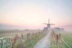 Голландская ветрянка в тумане утра Стоковое Изображение