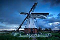 Голландская ветрянка над небом шторма Стоковая Фотография RF