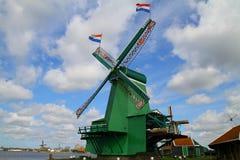 Голландская ветрянка - Zaanse Schans Стоковая Фотография