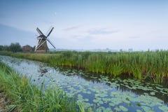 Голландские река и луна бушеля ветрянки Стоковые Изображения RF