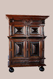 Голландские шкафы на стойке Сделанный от чёрного дерева и oakwood Стоковое Изображение RF