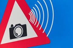 Голландский знак уличного движения с предупреждением камеры скорости Стоковые Фотографии RF