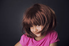 4 года девушки и парика Стоковая Фотография