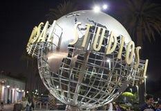 Голливуд США, 16-ое июля 2014: Знак студий Universal на ноче s Стоковые Фото