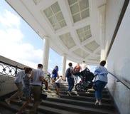 16, 2017 -го июль Россия, Москва, лестницы к embankm Yakimanskaya Стоковая Фотография