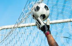 Голкипер с шариком Стоковая Фотография