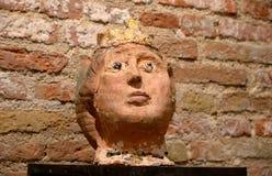 Голова женщины - morden скульптура в музее Стоковые Изображения RF