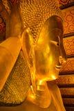 Голова оттенка золотого Будды возлежа (Phra Saiyat) в Wat Pho Стоковое Изображение RF