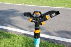Голова спринклера в парке Стоковое Изображение